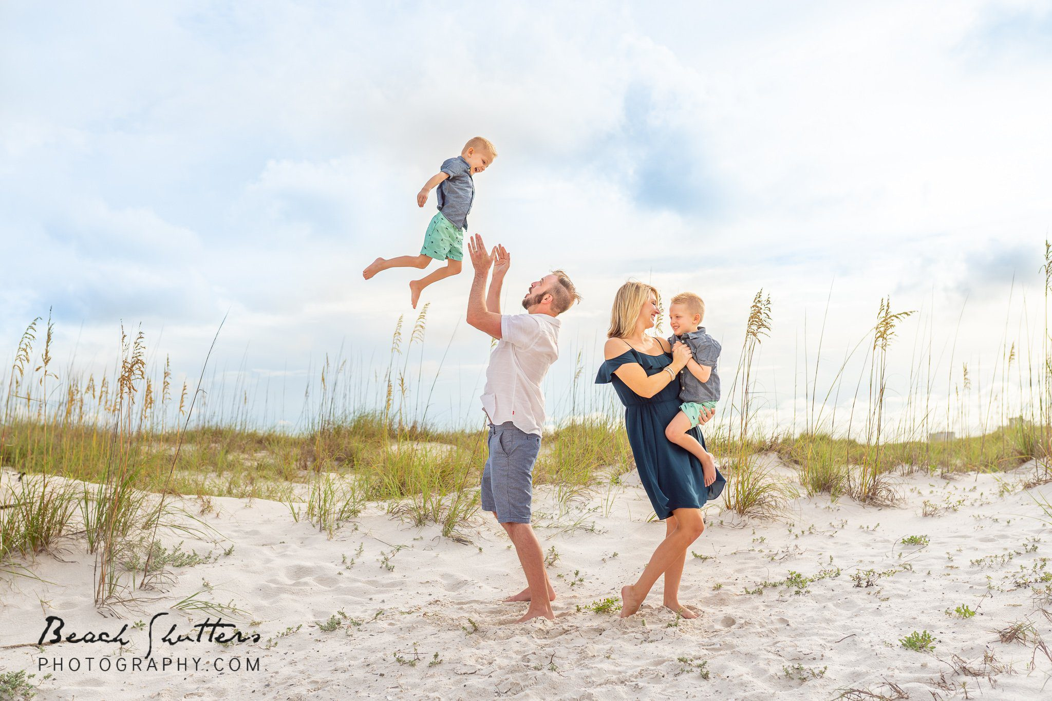 family photo poses at the beach